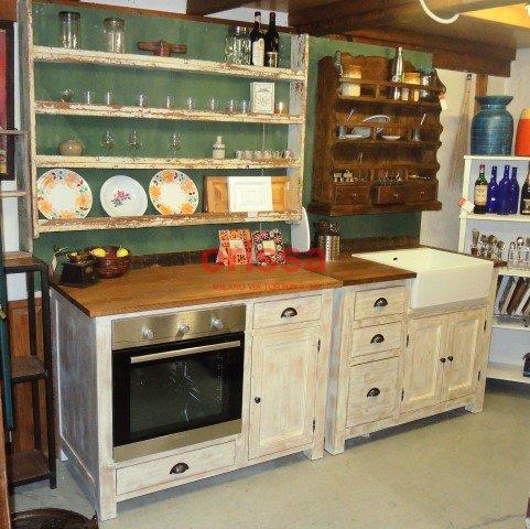 Cucina modulare in legno massello shabby chic e provenzale orissa milano - Moduli per cucine componibili ...
