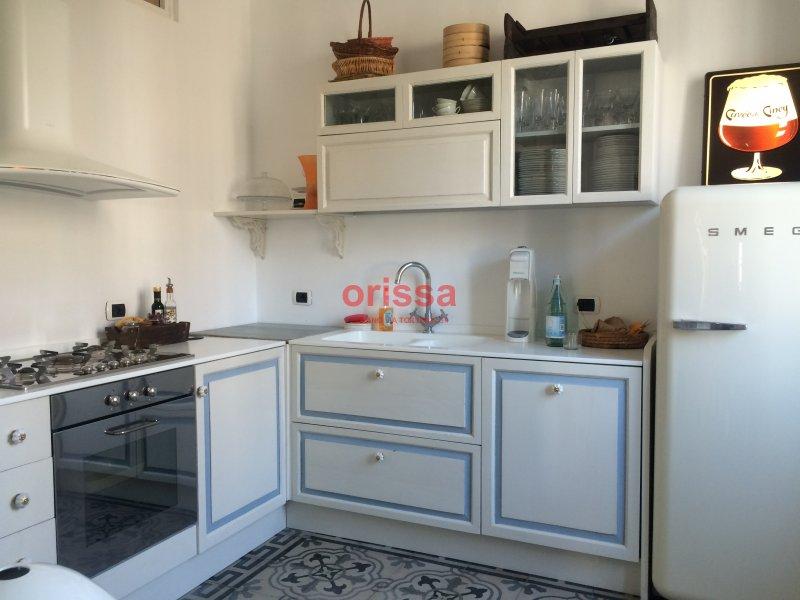 Cucine in legno massello cucine su misura cucine for Cucine componibili colorate