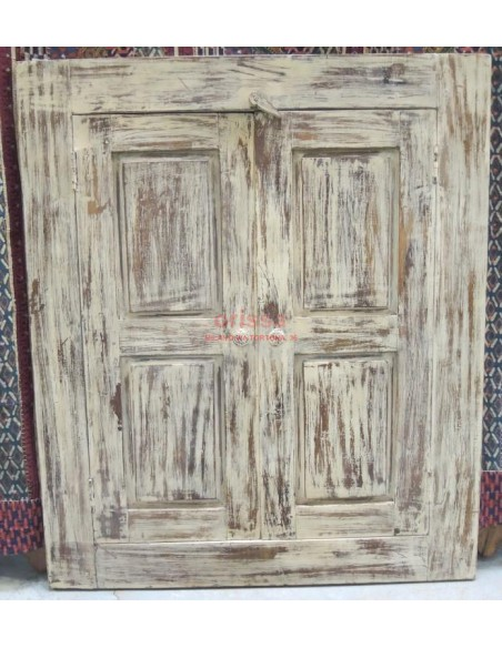 Finestrella coloniale colorata