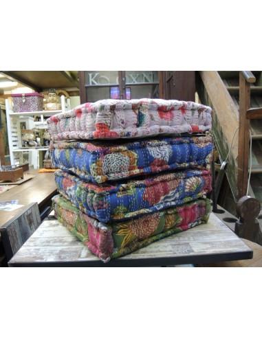 Cuscini imbottiti decorati in cotone