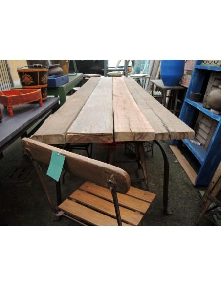 Tavolo rustico con assi e gamba in ferro
