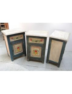 Comodini in legno decorati