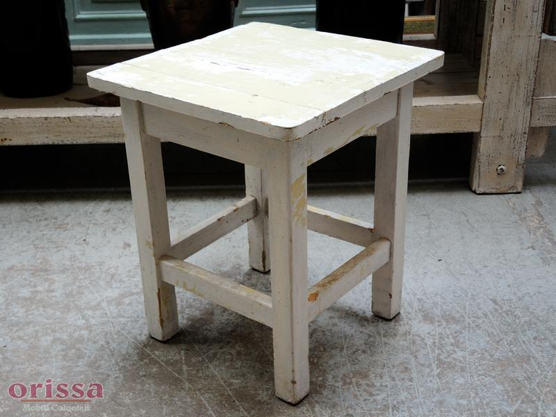 Sgabello legno colore bianco u orissa milano
