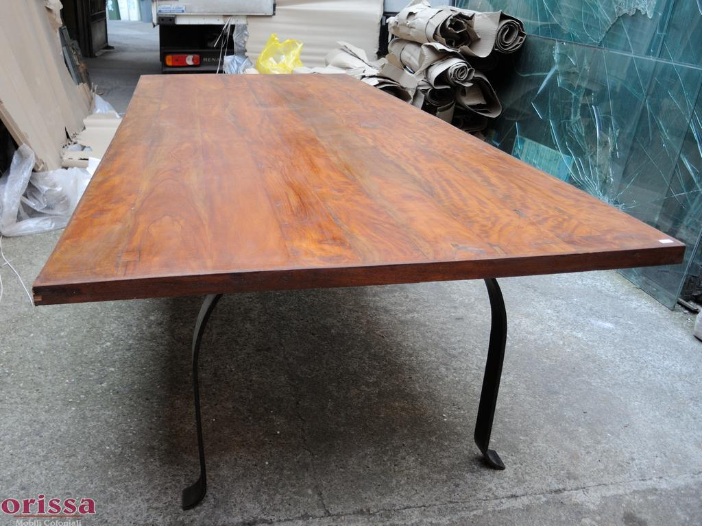 Tavolo legno massello gamba ferro L2P5A - Orissa Milano
