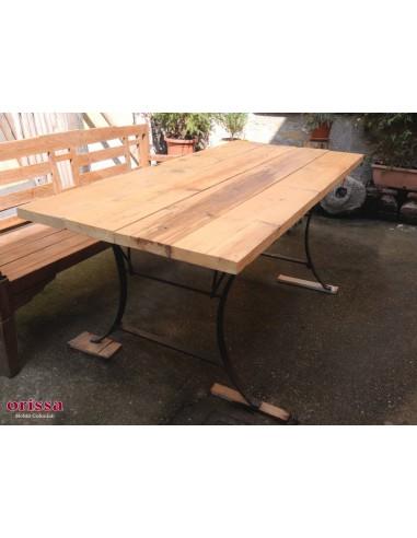 Tavolo rustico con assi da ponteggio