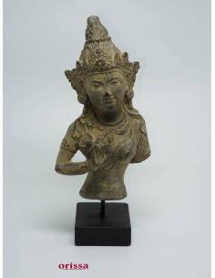 Imagén: Statua Dewi Tara su piedistallo