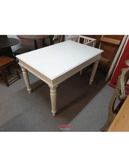 Tavolo in legno bianco decapato