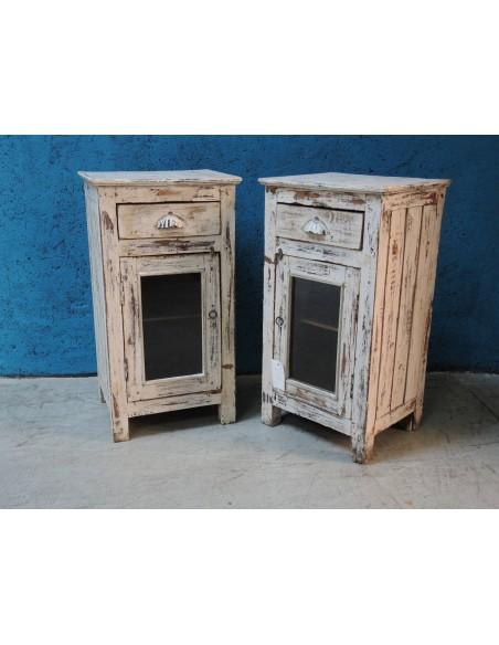 Comodino shabby in legno sbiancato