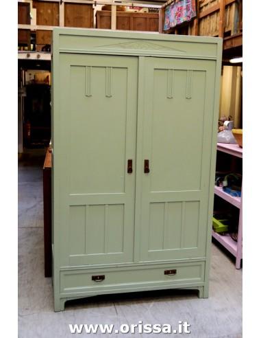 Armadio legno vintage colore verdino