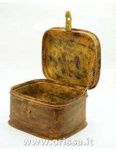 Scatola di ferro gialla