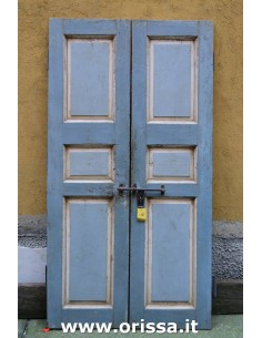 Porte vintage azzurre decapate