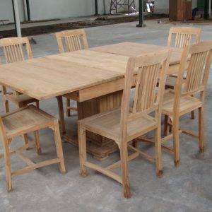 Tavolo rustico indonesiano con sedie
