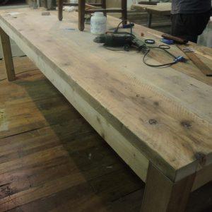 Tavolo rustico assi ripulite e restaurate