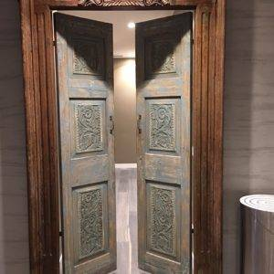 Sala con portale indiano