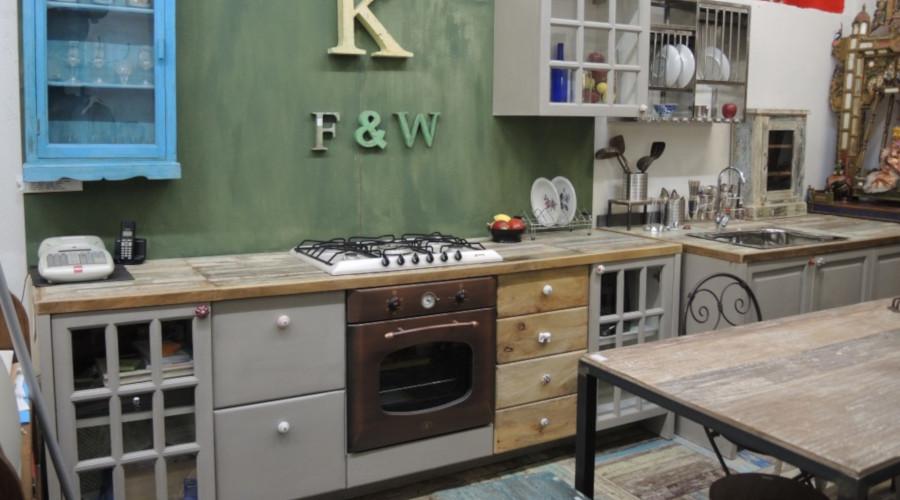 Cucina con antine in legno massello colorate orissa milano for Crea cucina online